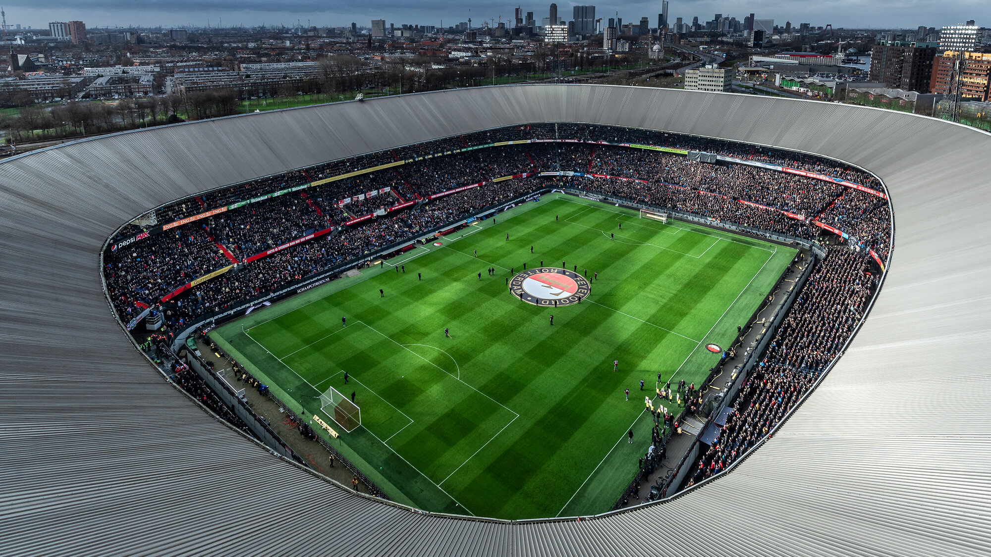 Feyenoord football club uses Leadinfo to connect with business customers