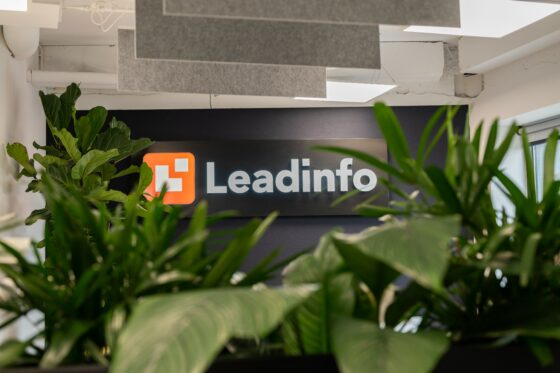 Leadinfo office photo of the logo with bushes around it
